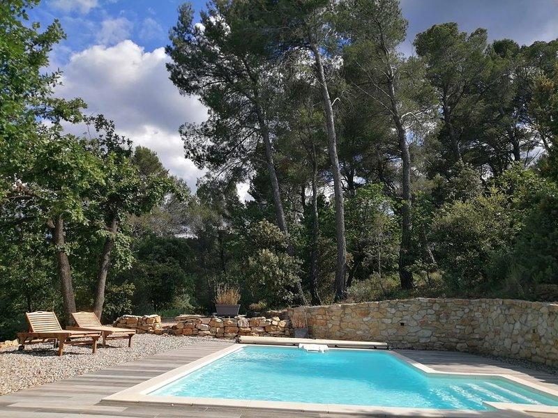 Le Soleil du Ventoux, alleenstaande villa met zwembad en 3 badkamers, location de vacances à Entrechaux