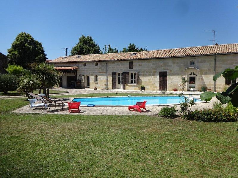Calme/Charmant F3 avec piscine pres de St Emilion, holiday rental in Saint Martin de Coux