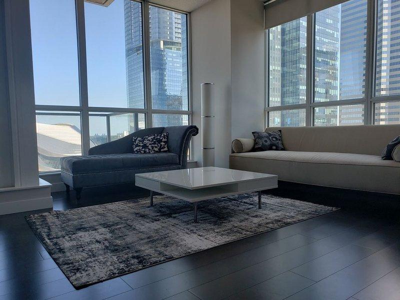 Upscale suite in prime location with exclusive amenities!, aluguéis de temporada em Fort Saskatchewan
