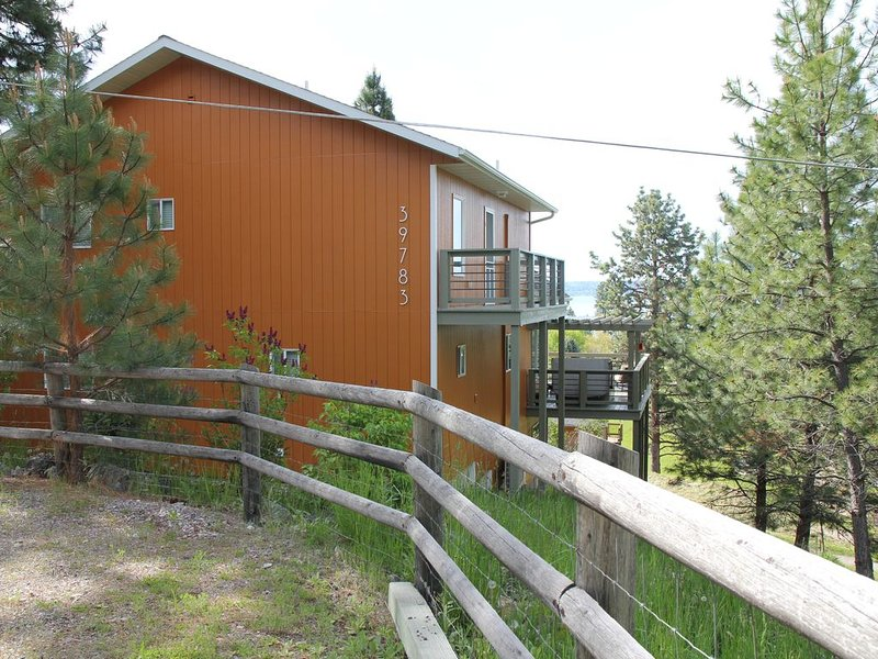 NEW LISTING!!  Large and comfy home for the whole family, alquiler de vacaciones en Polson