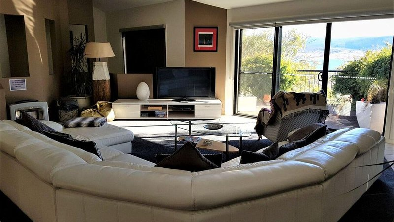 Little Tahoe - Magnificent Vogue Styled Freestanding Holiday Home, holiday rental in Berridale