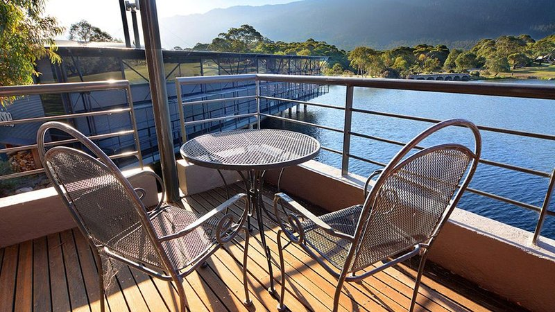 Crackenback 2 - Lakeside Over the Water  Apartment with resort facilities, aluguéis de temporada em Perisher Valley