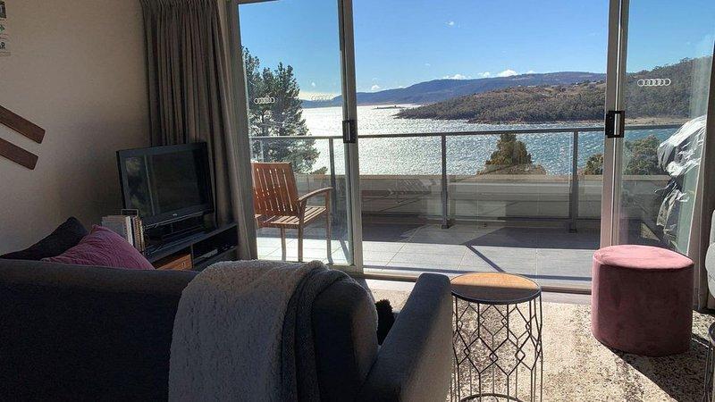 Kooringa 5 -  Modern Jindabyne Lakeview Holiday Unit, holiday rental in Berridale