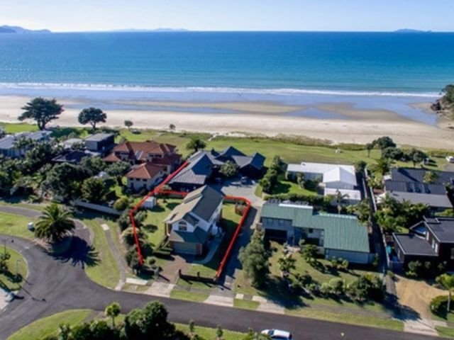 Kiwi Kuta with direct beach access - Matarangi Holiday Home – semesterbostad i Matarangi