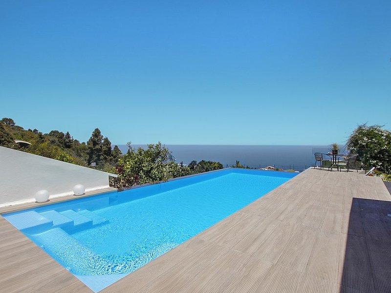 Wunderschöne Casa Adayeim mit Pool, Klimaanlage, WLAN, Terrassen, Meer- und Berg – semesterbostad i Icod de los Vinos