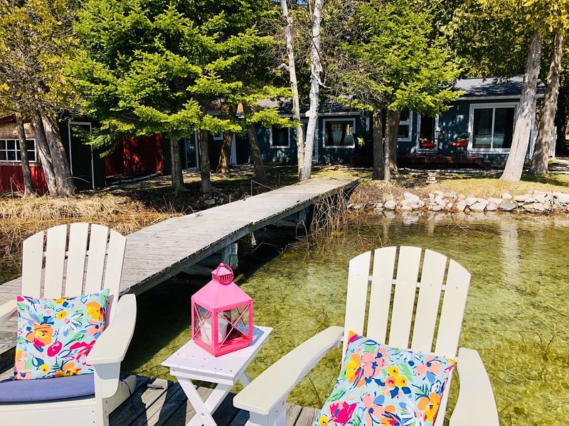 New! Little Traverse Lake Gem, holiday rental in Maple City