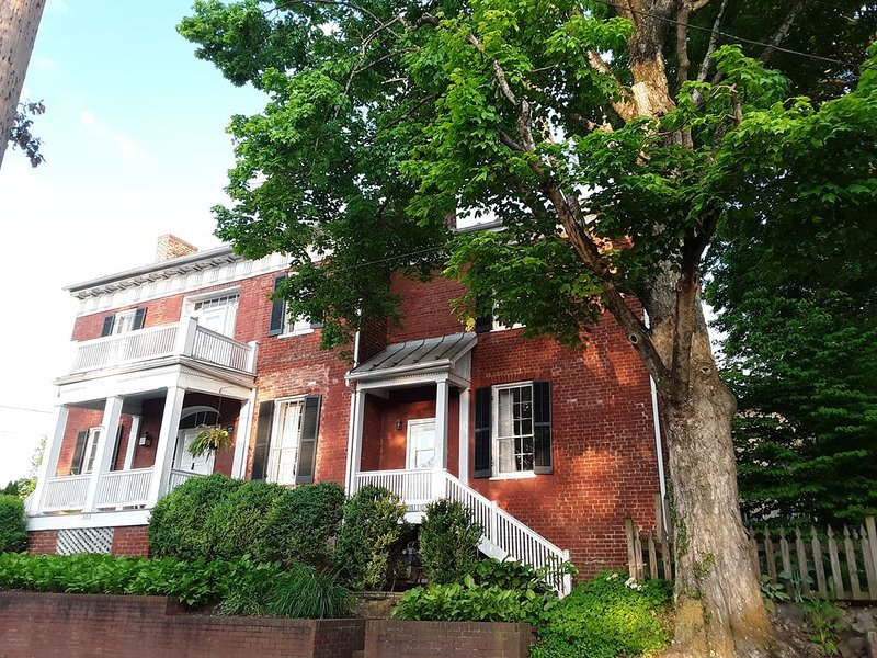 Historic Home Center of Town, holiday rental in Lewisburg