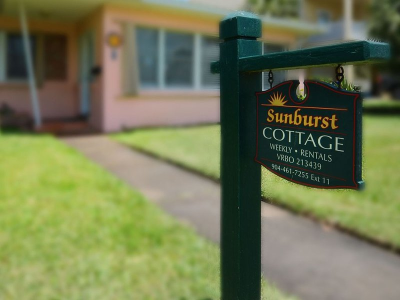 Sunburst Cottage Beachside – semesterbostad i Saint Augustine