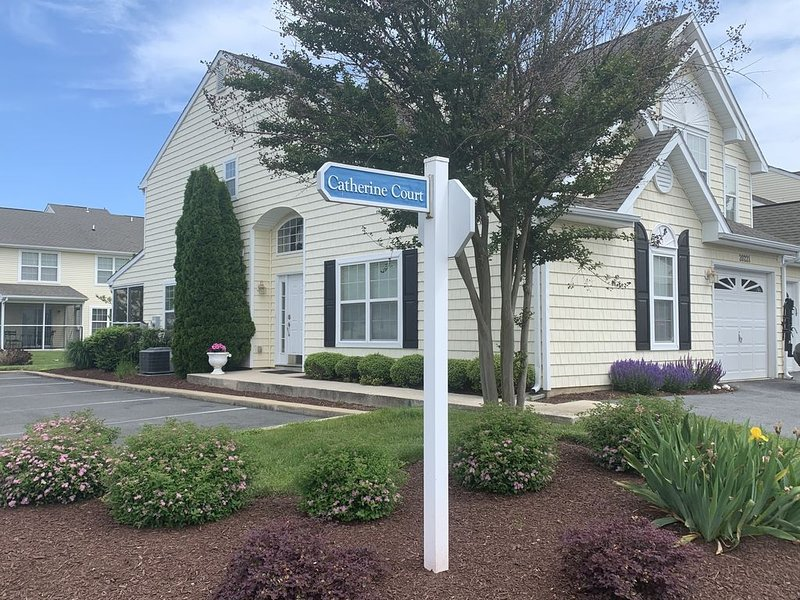 Convenient Rehoboth location - Two master suites & high speed internet, alquiler de vacaciones en Rehoboth Beach