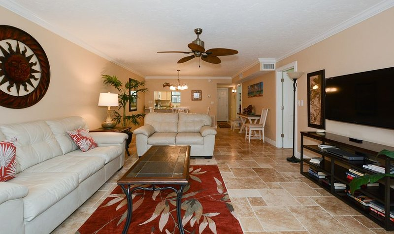 Condo 107 Experience Paradise in this 2BRs 2Bath resort located right on the num, casa vacanza a Gulf Gate Estates