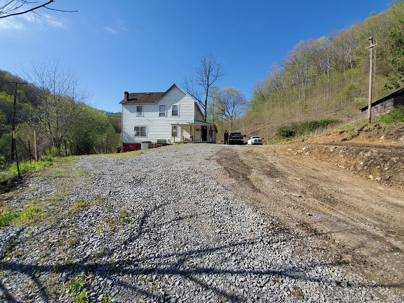 Private Home across from Trails, holiday rental in Bramwell