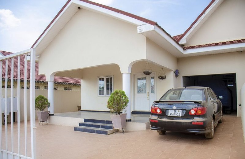 Tastefully Furnished Home in Spintex, alquiler vacacional en Teshie