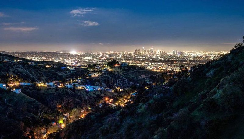JETLINER VIEWS IN THE HOLLYWOOD HILLS, alquiler de vacaciones en West Hollywood
