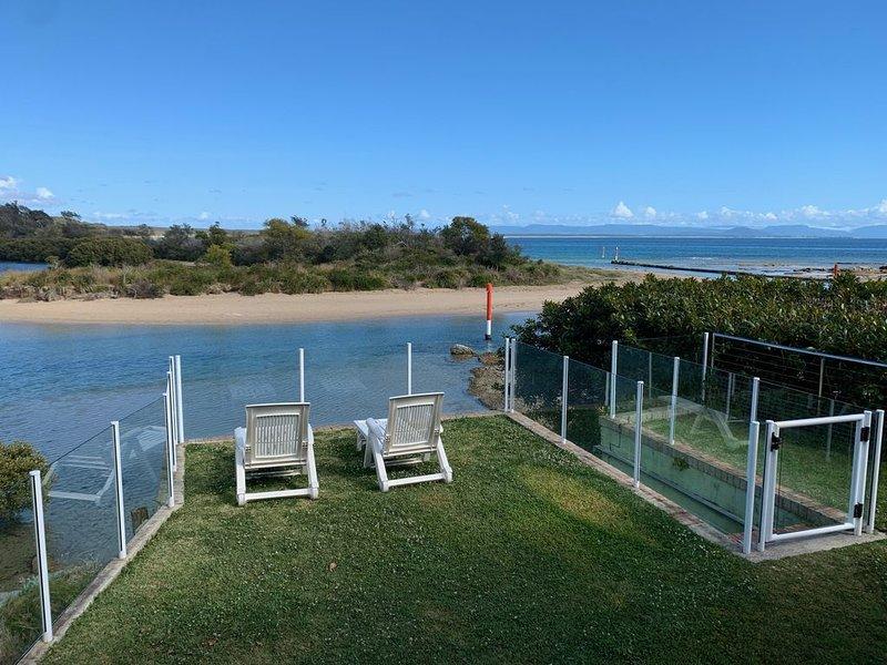 Crescent - Absolute Waterfront Beach House, casa vacanza a Currarong