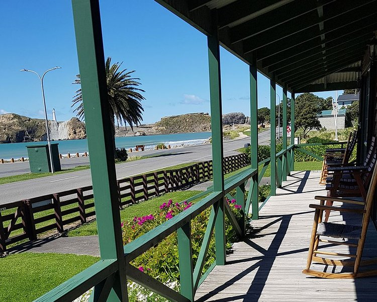 Seaview House at Castlepoint with Great Views, holiday rental in Wairarapa