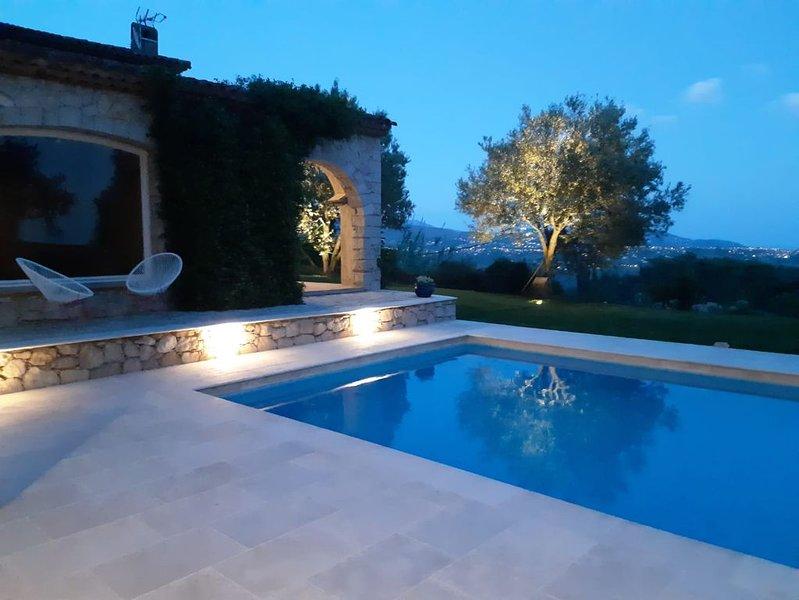 Belle maison vue mer avec grande piscine privative à St Jeannet, alquiler vacacional en Carros
