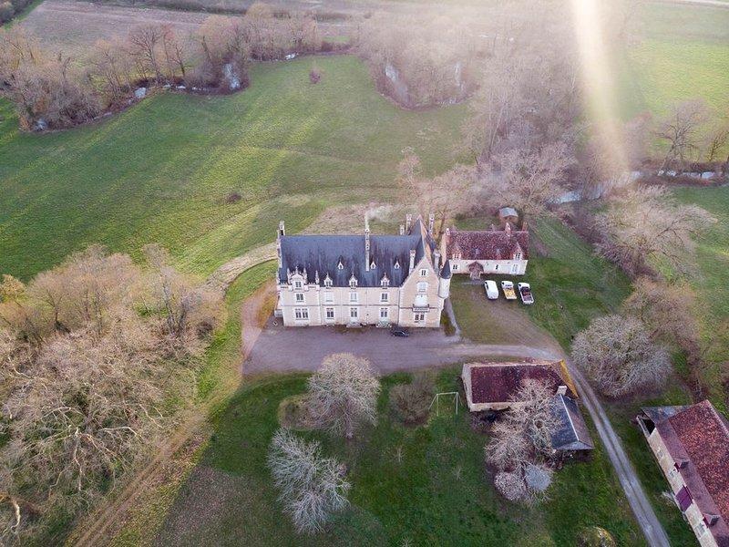 NOUVEAU- Grand gîte calme et indépendant, plein sud, jardin clos, location de vacances à Velles