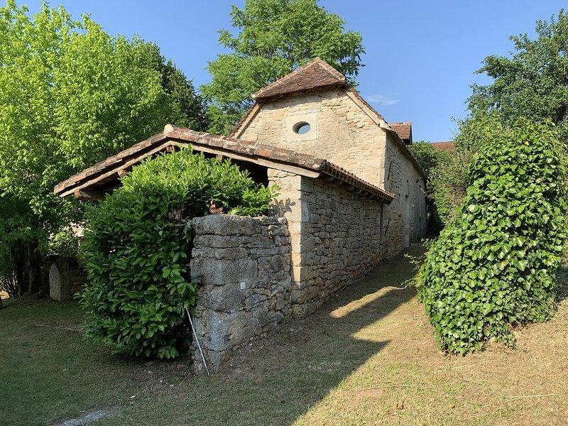 SEUZAC -  GITE DE CHARME POUR  AMOUREUX DE NATURE ET DE CALME  (3 kms de Cajarc), vacation rental in Calvignac