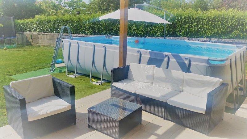 Jolie maison à la campagne proche de l'océan pour 6 à 10 personnes avec piscine, vacation rental in Beurlay
