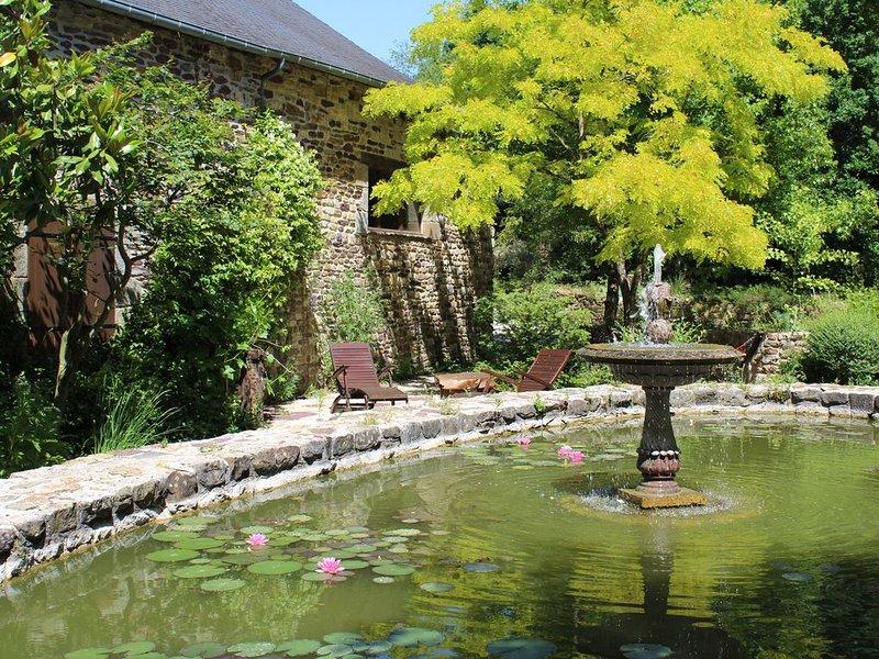 Le Clos Penguily  louez 2 maisons dans un parc arboré clos, holiday rental in Merdrignac
