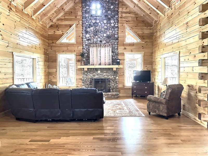 NEW CONSTRUCTION LODGE!, holiday rental in Laurelville