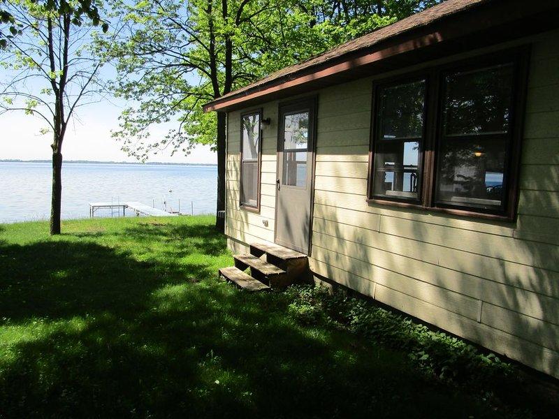 Lakeside Cabin on Beautiful Green Lake, holiday rental in Willmar