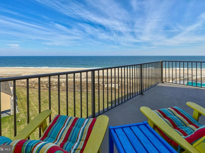 909C Spectacular oceanfront penthouse 1-bedroom with additional sleeping loft, holiday rental in Bethany Beach
