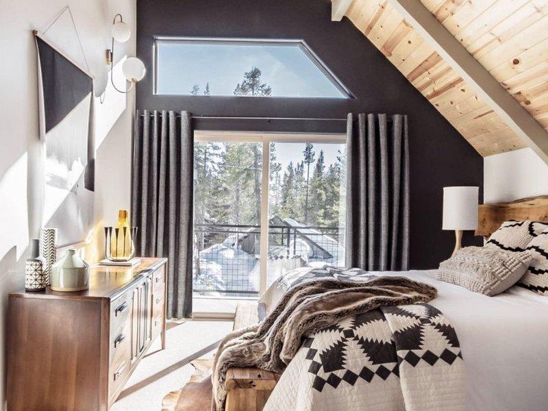 Van Norden Lodge: Serene Lakes + Hot tub & Sauna, vacation rental in Soda Springs