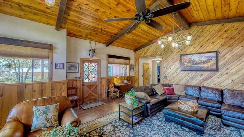 Beeline Guest House has something for everyone, vacation rental in Pine