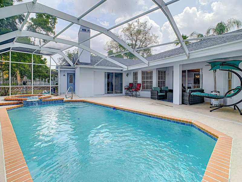 Newly Renovated Luxury Pool Home w/Pool Table �, holiday rental in Spring Hill