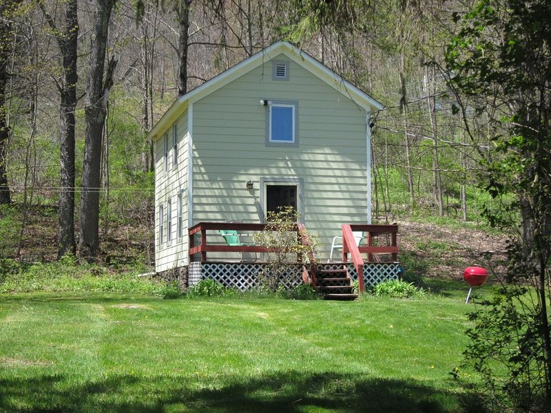 Cozy Catskill Cottage, vacation rental in Andes