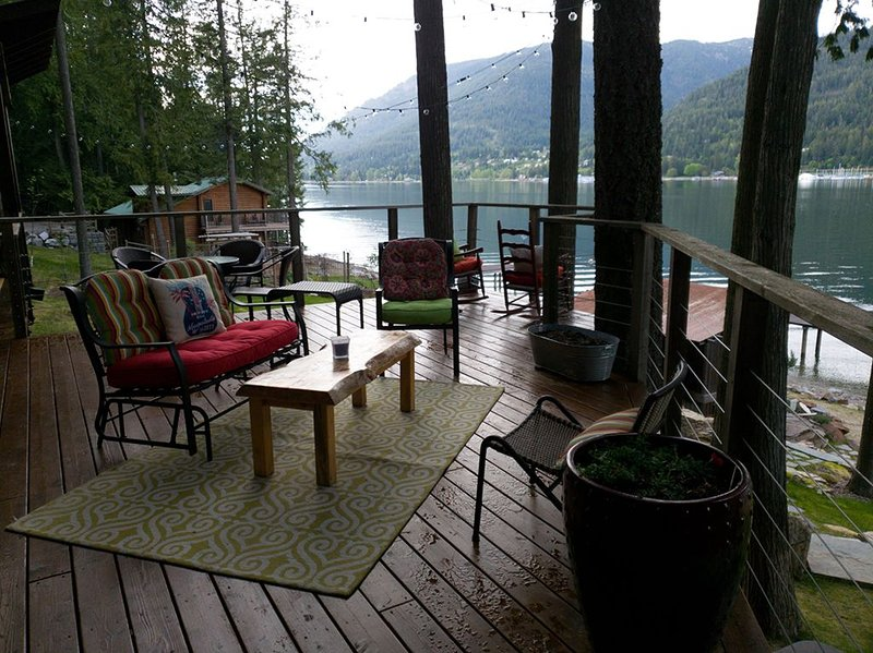 Little waterfront cabin on Lake Pend Oreille, vacation rental in Hope