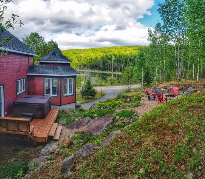 Sparkling chalet Tremblant North-Mountain & lake view+SPA, vakantiewoning in Lac-Superieur