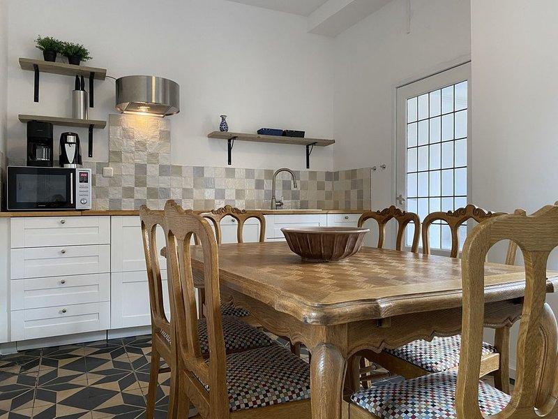 Authentic ground floor apartment (6p) near Maastricht, casa vacanza a Gronsveld