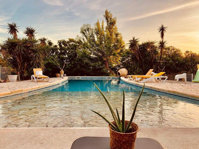 Domaine languedocien, piscine californienne, dépendance d'été, pinède, vignoble, Ferienwohnung in Corneilhan
