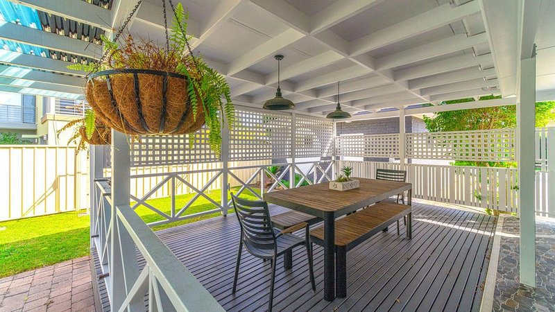 Curls and Buoys - Pet friendly - Free WIFI, vacation rental in Yamba