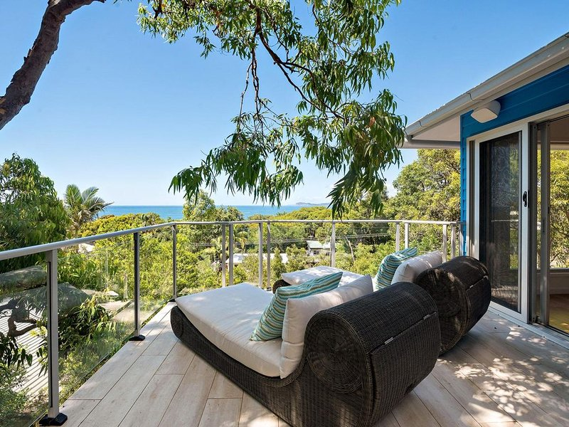 Putty Beach Retreat - Watch the waves break over the Bombora from this ideally p, holiday rental in Killcare