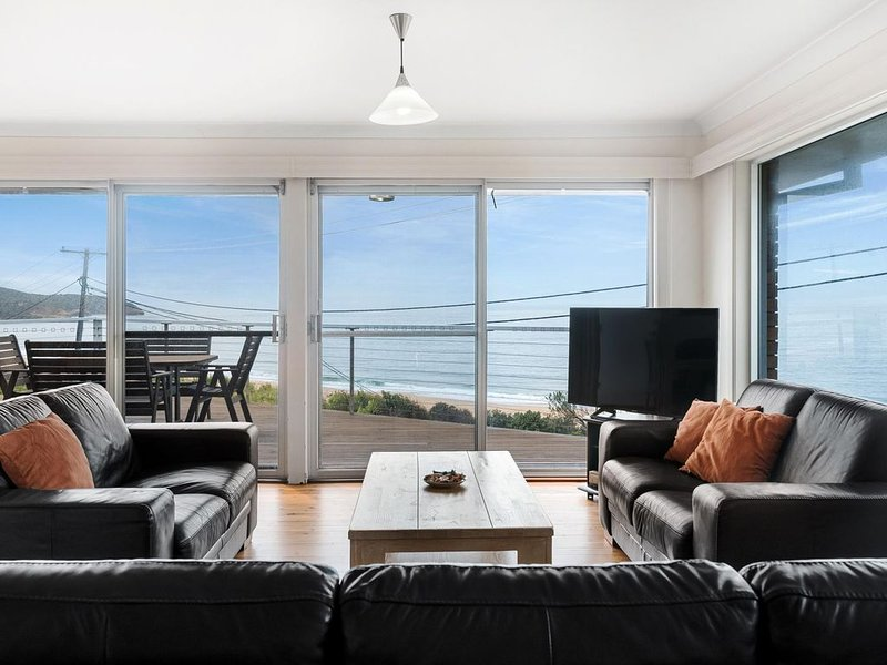 Grandviews - Comfortable home with amazing unobstructed views from Killcare Beac, holiday rental in Killcare