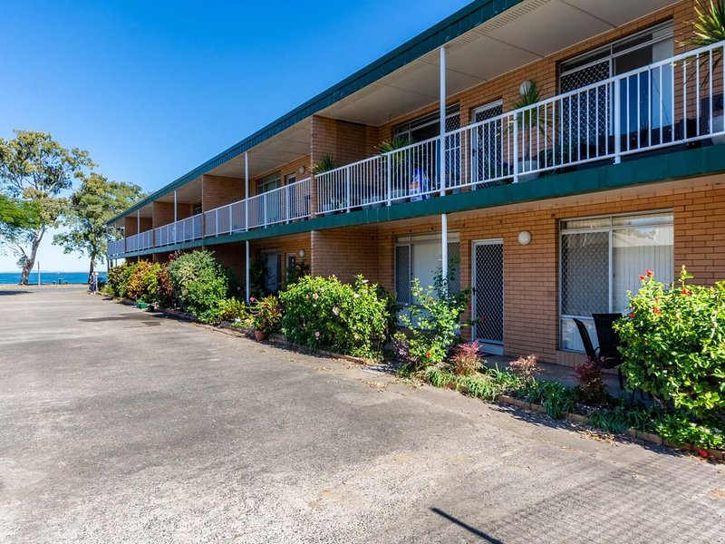 Comfy Ground Floor Unit Opposite Waterfront! Welsby Pde, Bongaree, holiday rental in Bribie Island