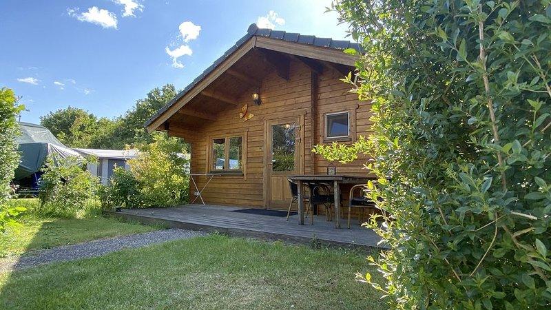 Holzhütte für 4 Personen in einem kleinen Ferienpark in Ossenisse, holiday rental in Zaamslag