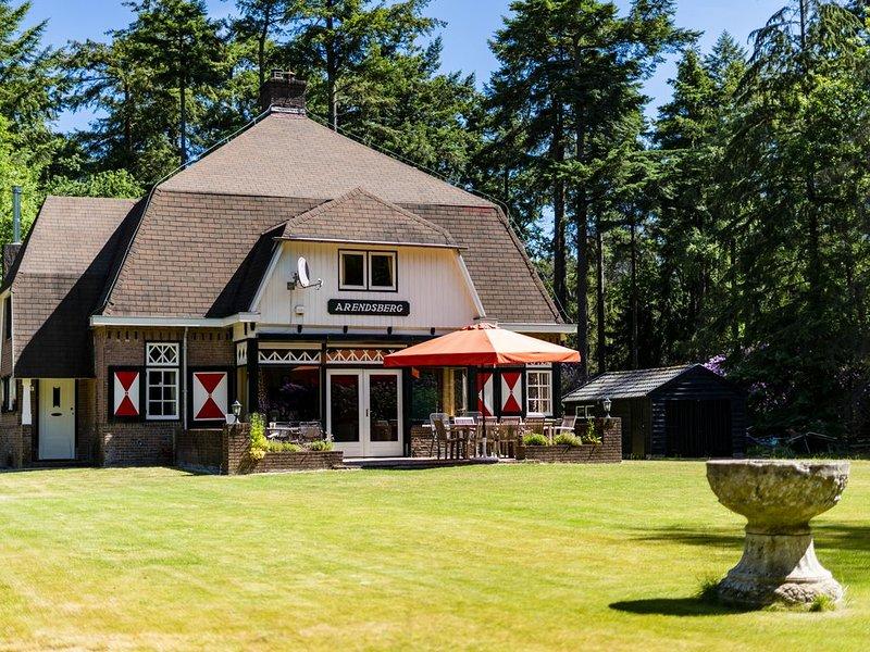 Magnifiek Landhuis, rustiek gelegen midden in de natuur, Ferienwohnung in Prinsenbeek
