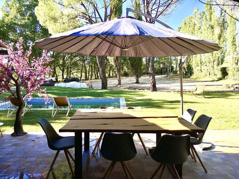 Mas avec piscine dans un cadre idyllique de la Provence, holiday rental in Puyricard