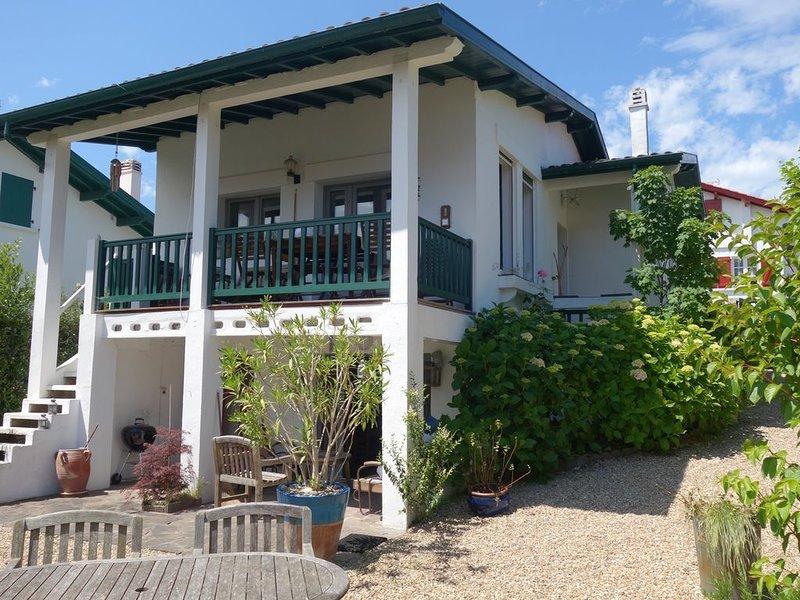 PAYS BASQUE VILLA AU CŒUR DE  GUETHARY LA PLAGE A PIED, location de vacances à Bidart