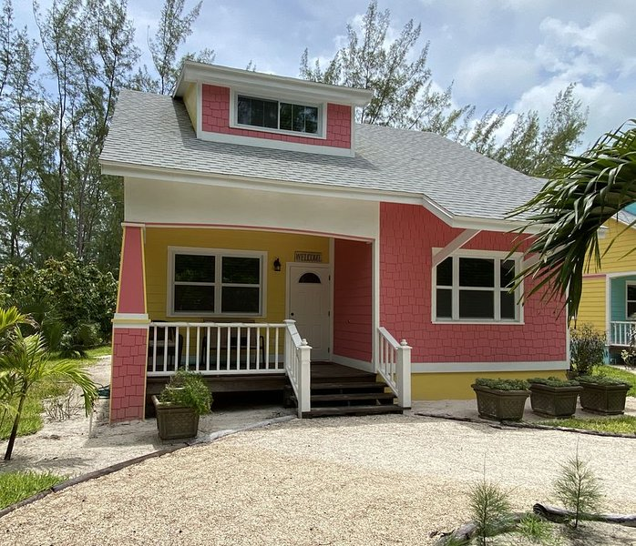 Turtle Shell Cottage/1 minute walk to Spectacular Beach on Quiet Dead End Street, alquiler vacacional en Spanish Wells