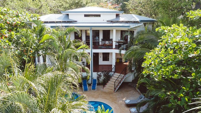 Casa Blanca,  Playa Guiones Gem, 7 minute walk to the beach, holiday rental in Nosara