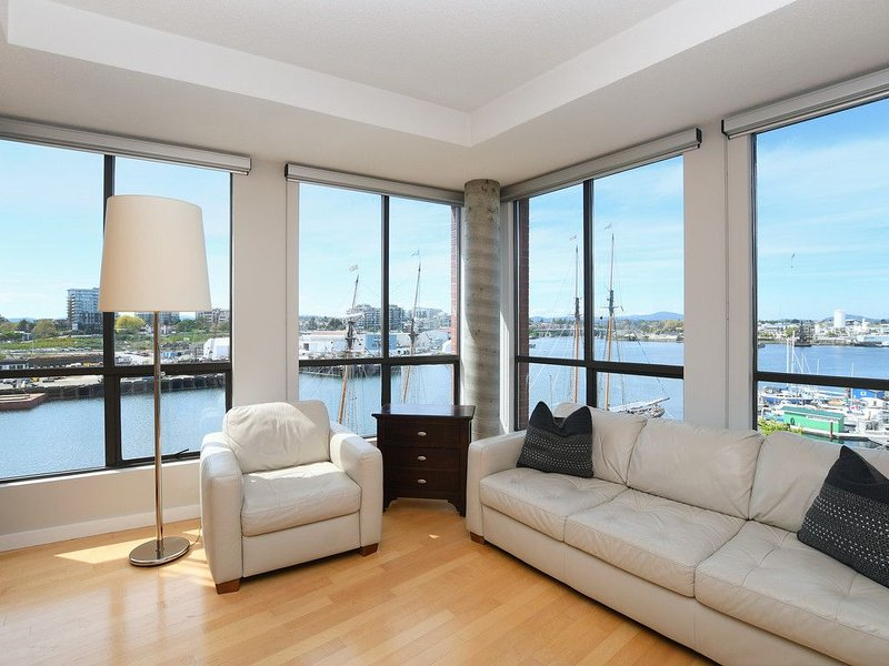 Oceanfront Downtown Corner One Bedroom, holiday rental in Victoria Capital Regional District