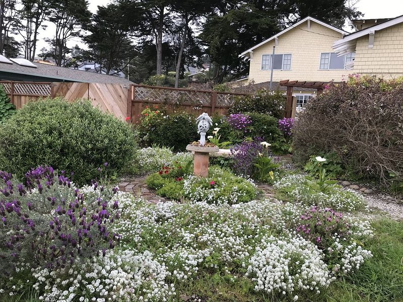 Large, Historic, Half Moon Bay Vacation Home by the Beach, holiday rental in Moss Beach