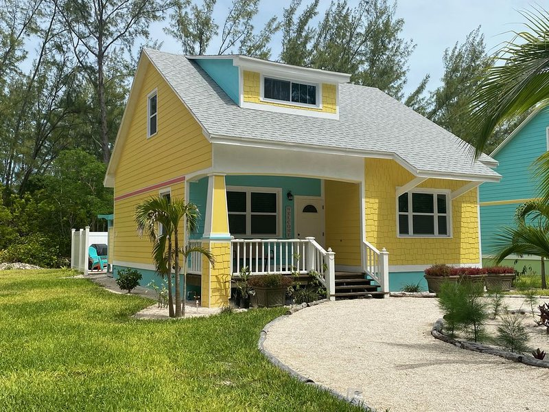 FREE GOLF CART/ Free Kayaks/ Quiet Dead End Street /400 from White Sand Beach, holiday rental in Saint Georges Island