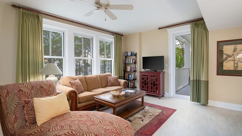 Sunset Bay View From Every Room, Steps to Baytowne Wharf, Pool, Tram Access., vacation rental in Miramar Beach
