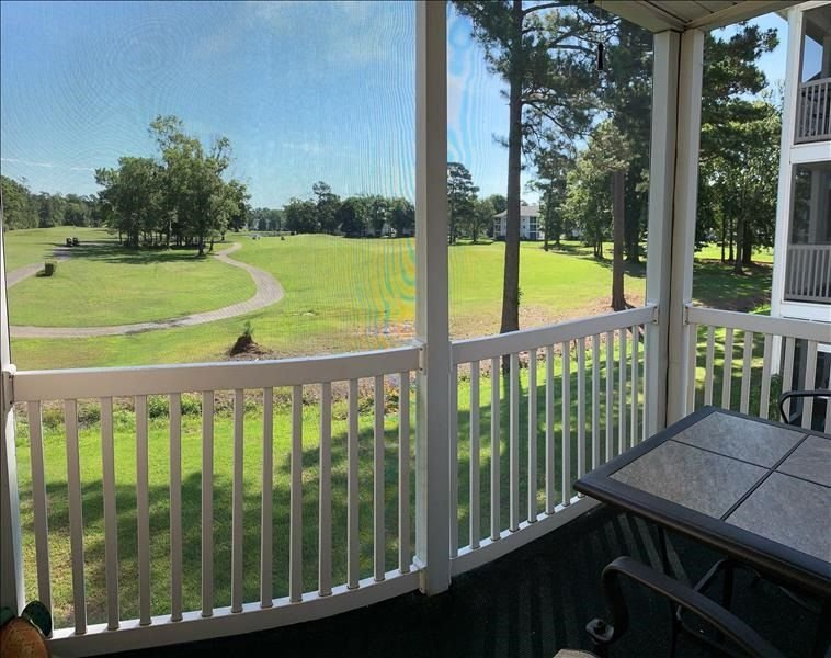Sweeping golf course views and 5 miles from the beach!, vacation rental in Conway